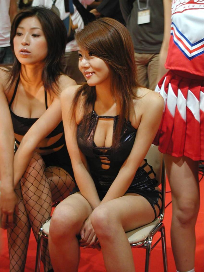 【キャンギャルエロ画像】こんな過激衣装でイベント会場を闊歩するキャンギャルたちのハプニング多し! 11