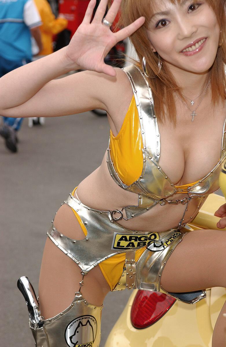 【キャンギャルエロ画像】こんな過激衣装でイベント会場を闊歩するキャンギャルたちのハプニング多し! 13