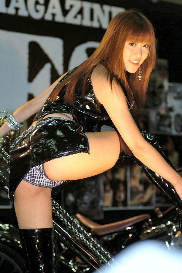 【キャンギャルエロ画像】こんな過激衣装でイベント会場を闊歩するキャンギャルたちのハプニング多し! 35