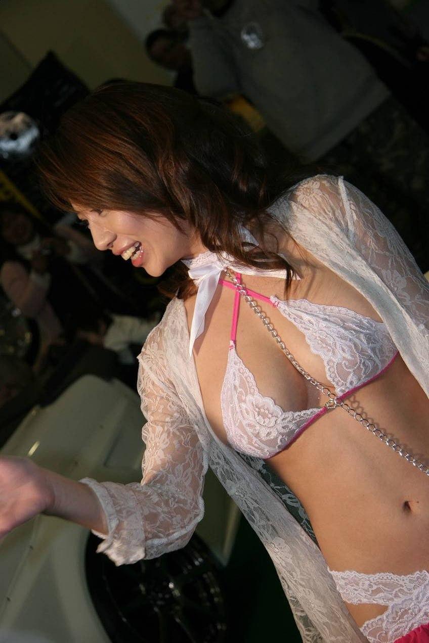 【キャンギャルエロ画像】こんな過激衣装でイベント会場を闊歩するキャンギャルたちのハプニング多し! 42