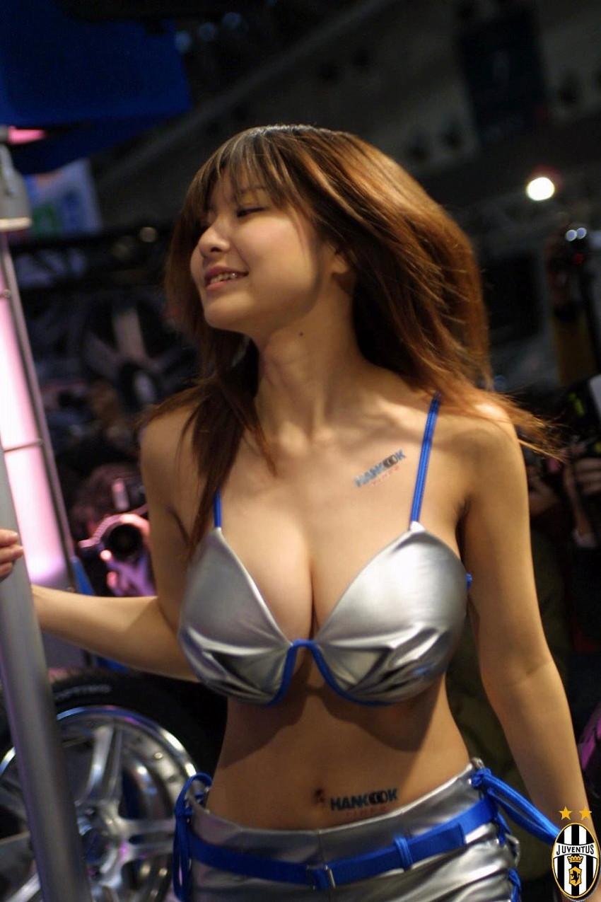 【キャンギャルエロ画像】こんな過激衣装でイベント会場を闊歩するキャンギャルたちのハプニング多し! 47