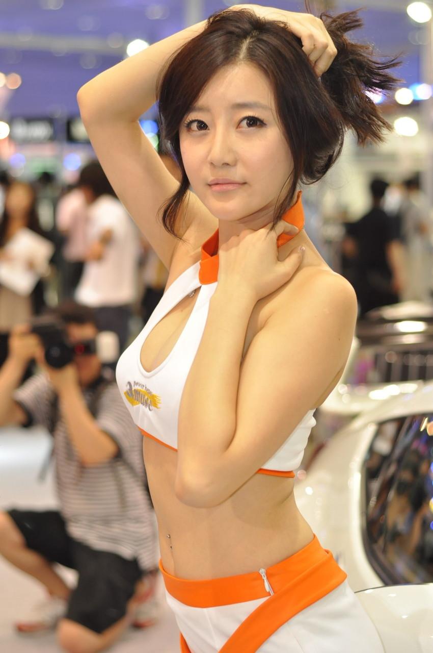 【キャンギャルエロ画像】こんな過激衣装でイベント会場を闊歩するキャンギャルたちのハプニング多し! 49