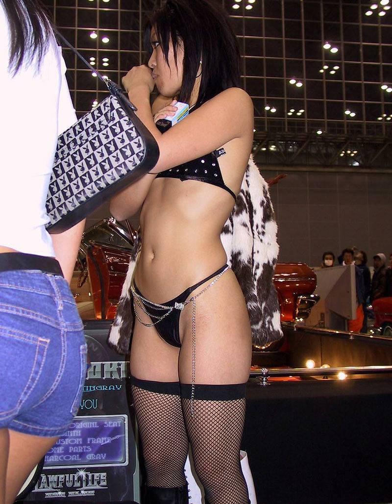 【キャンギャルエロ画像】こんな過激衣装でイベント会場を闊歩するキャンギャルたちのハプニング多し! 51