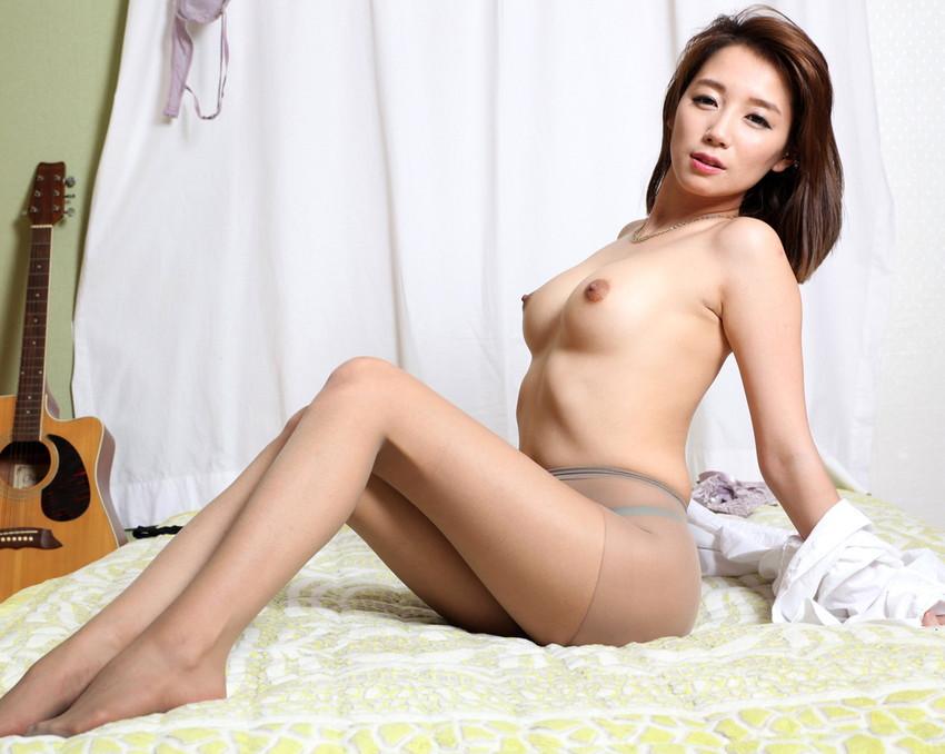 【韓国人エロ画像】日本人とよく似た風貌のコリアン女性の美しいヌード画像 26