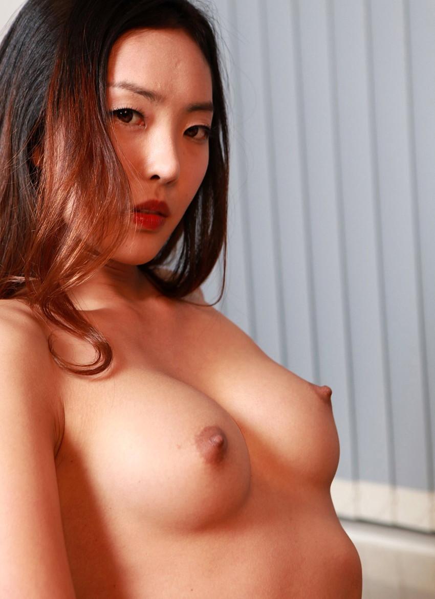 【韓国人エロ画像】日本人とよく似た風貌のコリアン女性の美しいヌード画像 31