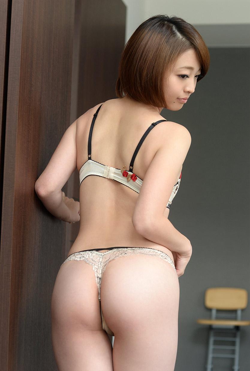 【Tバックエロ画像】より美しい御しりを演出する!尻フェチ必見のTバック! 09