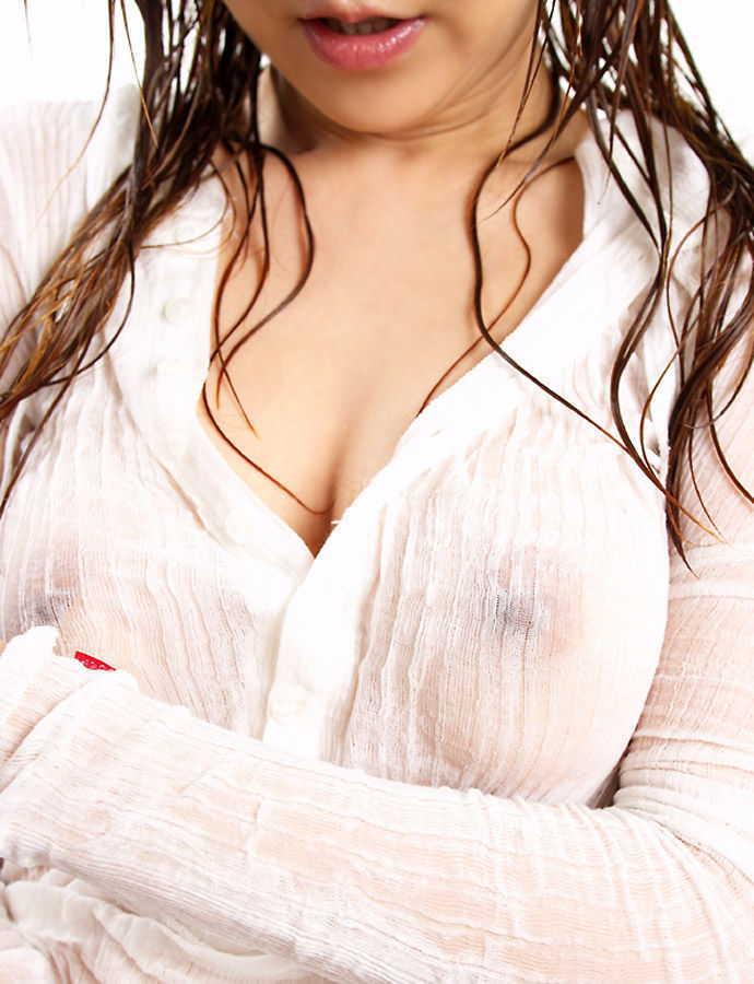 【透け乳首エロ画像】ノーブラって素晴らしい!着衣越しに乳首がハッキリと!w
