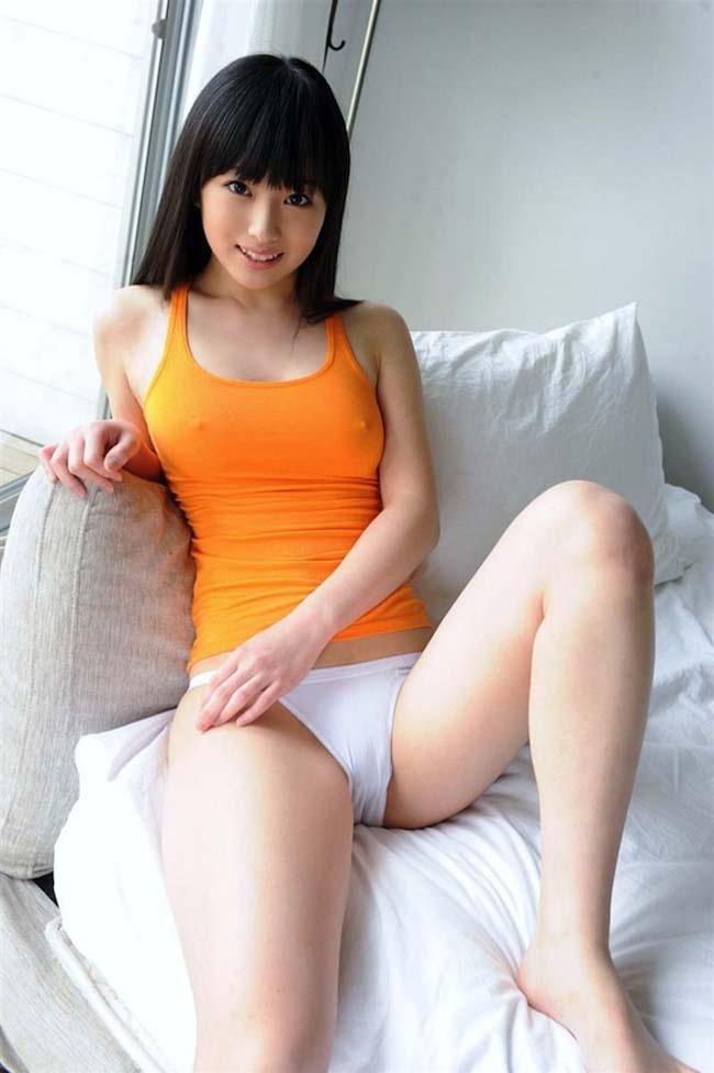 【透け乳首エロ画像】ノーブラって素晴らしい!着衣越しに乳首がハッキリと!w 18