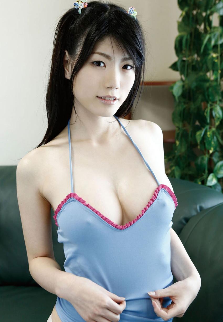 【透け乳首エロ画像】ノーブラって素晴らしい!着衣越しに乳首がハッキリと!w 26