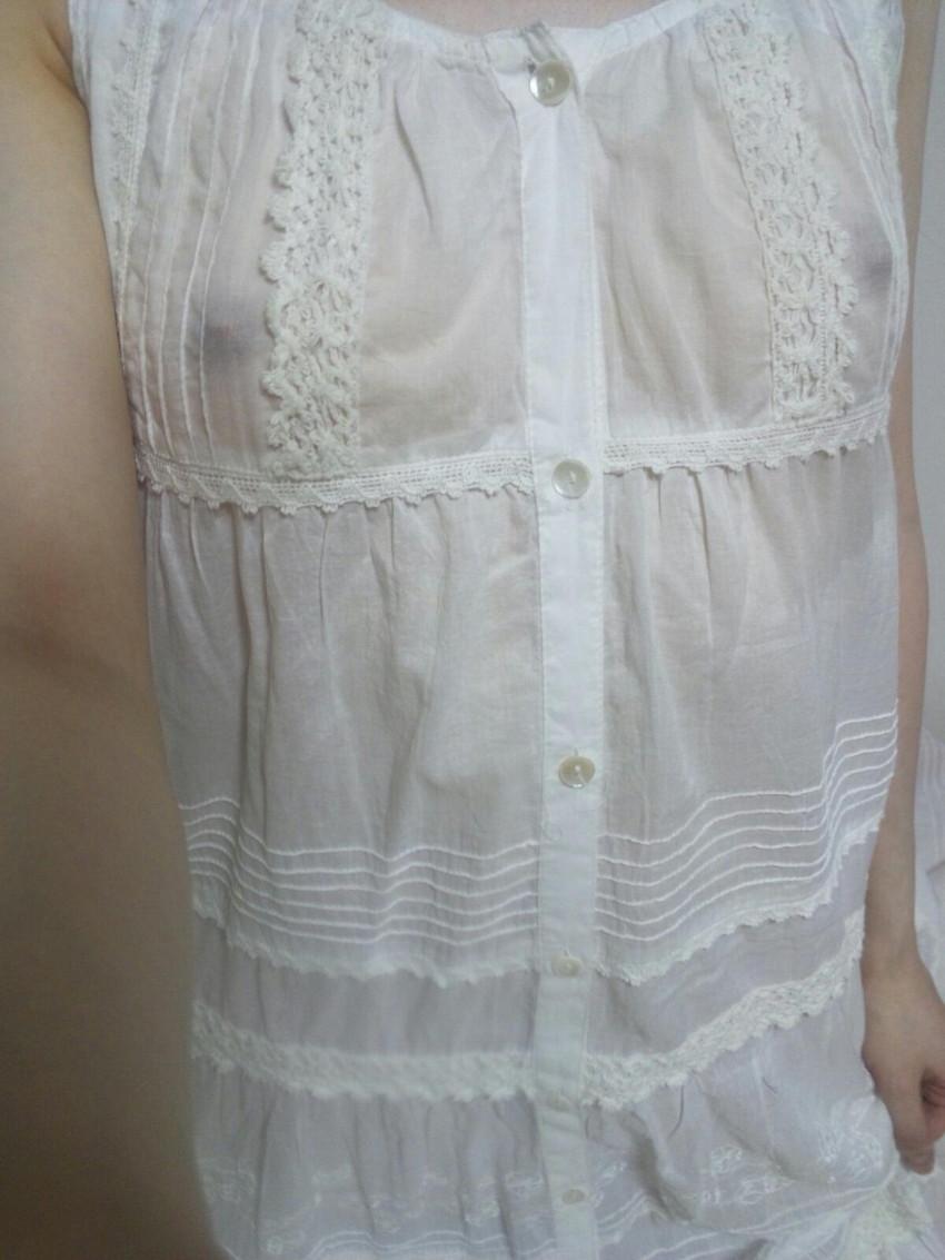 【透け乳首エロ画像】ノーブラって素晴らしい!着衣越しに乳首がハッキリと!w 45