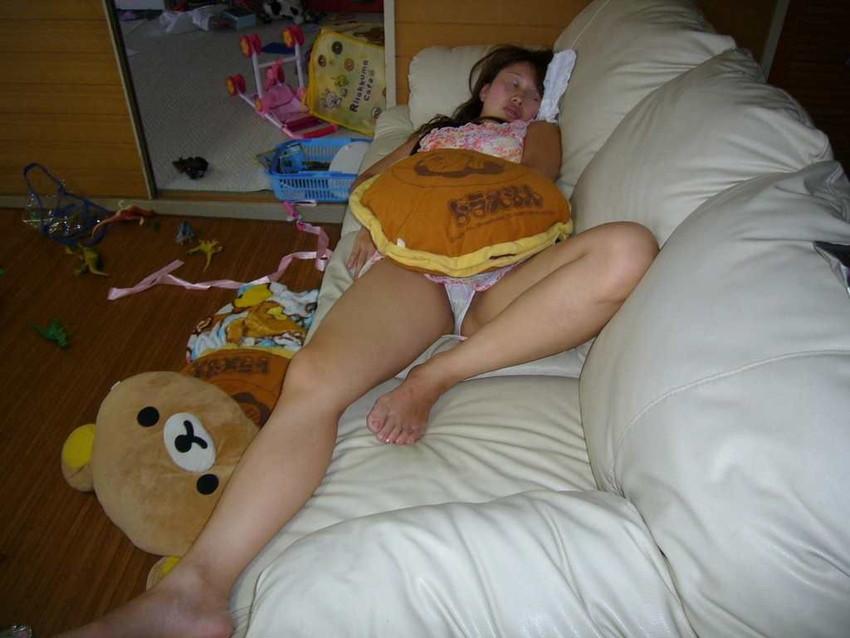 【家庭内盗撮エロ画像】まさかの犯行!家族に盗撮された気の毒な女たちの末路… 17
