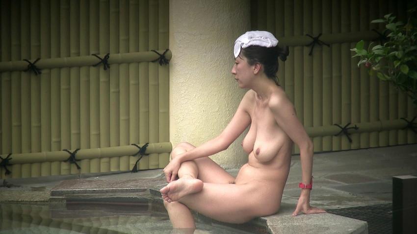 【女風呂エロ画像】成人した今となっては未知の領域!女風呂盗撮! 35