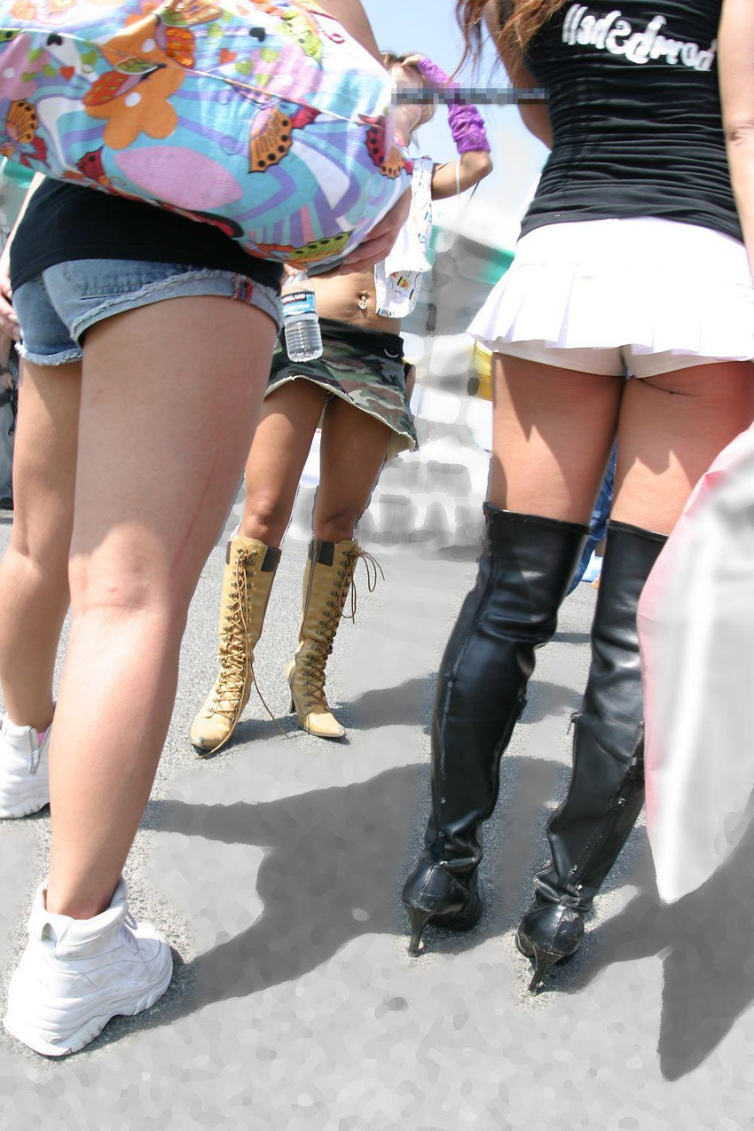 【ホットパンツエロ画像】どうしたって熱い視線で見てしまう街行く女の子達のホットパンツ! 10