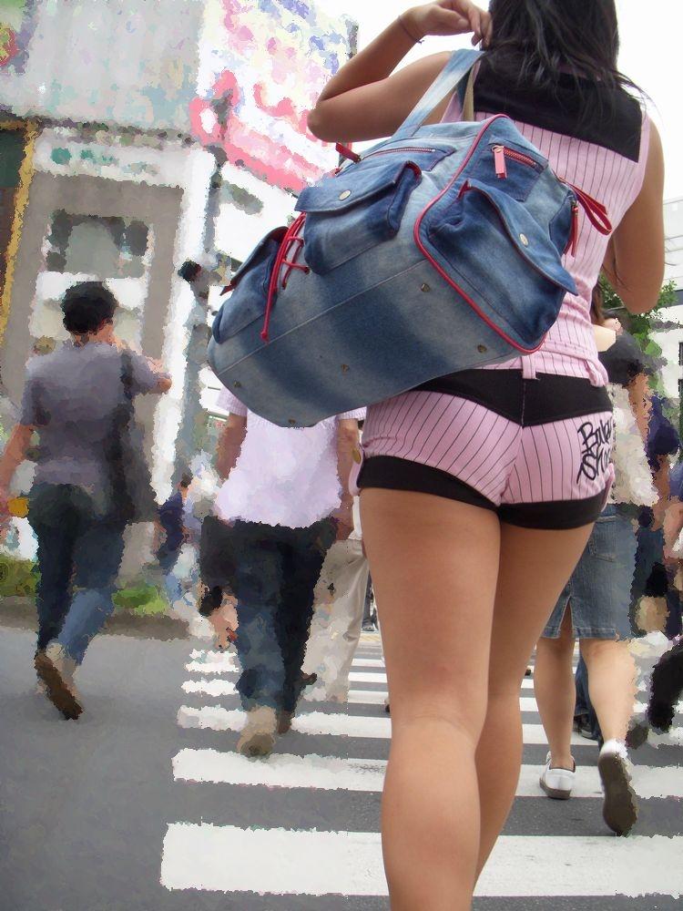 【ホットパンツエロ画像】どうしたって熱い視線で見てしまう街行く女の子達のホットパンツ! 25