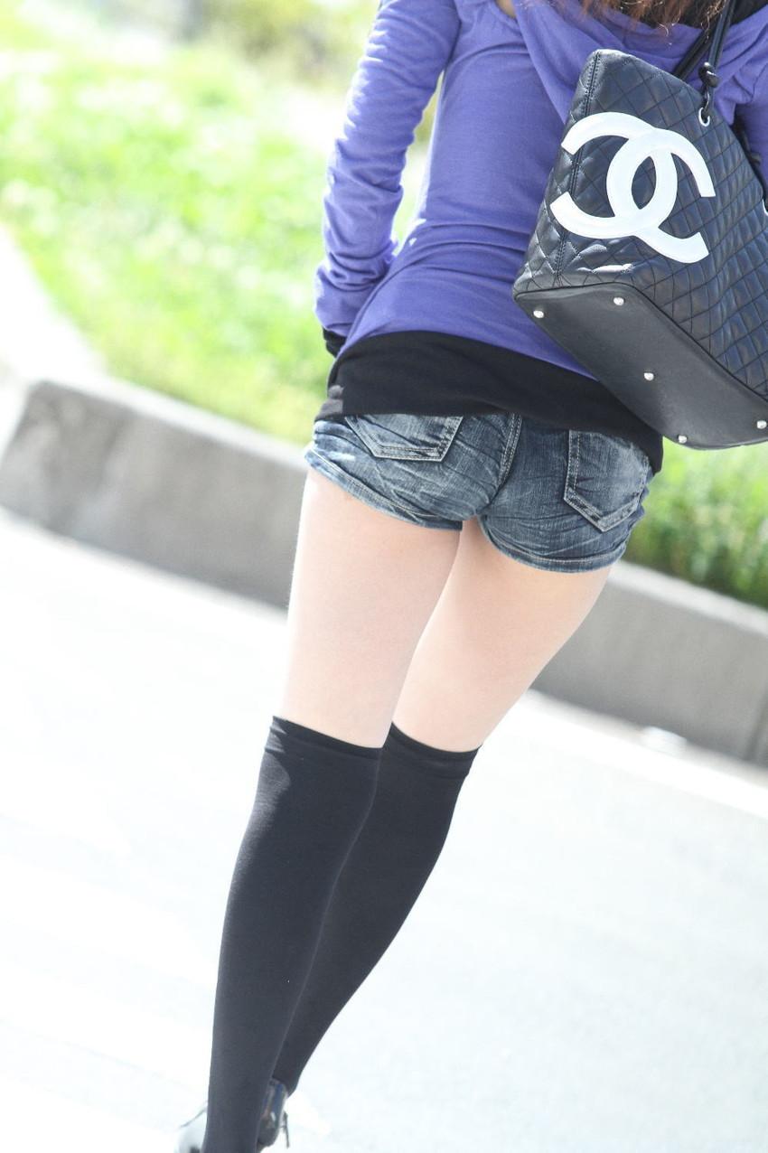 【ホットパンツエロ画像】どうしたって熱い視線で見てしまう街行く女の子達のホットパンツ! 29