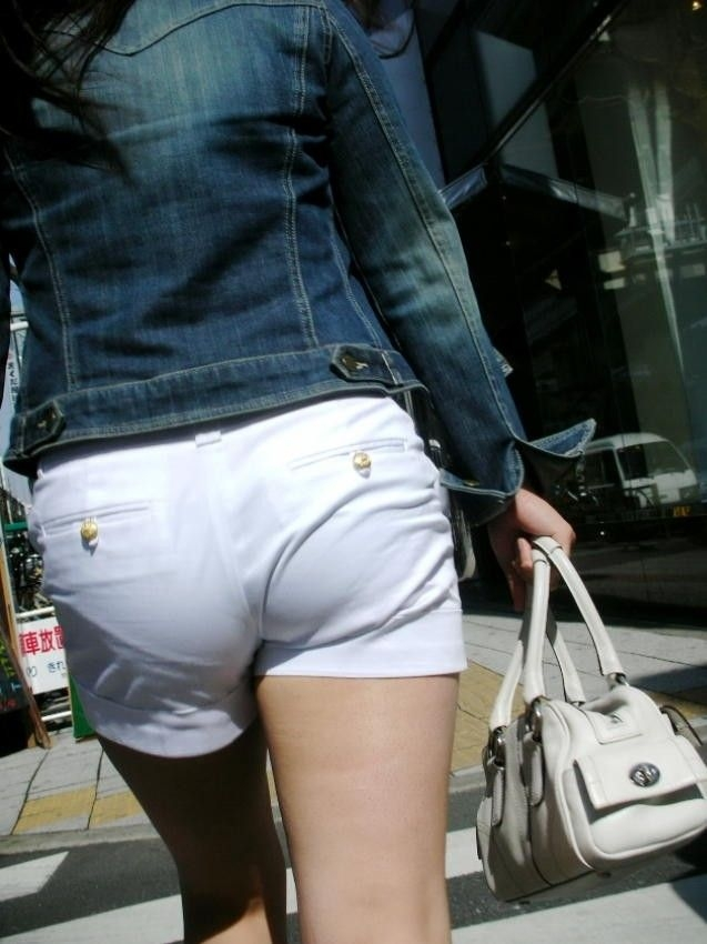 【ホットパンツエロ画像】どうしたって熱い視線で見てしまう街行く女の子達のホットパンツ! 30