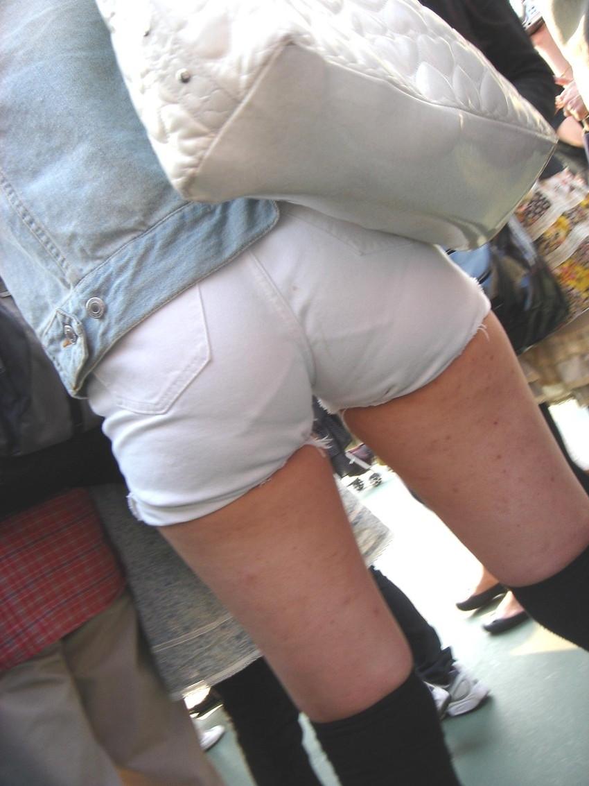 【ホットパンツエロ画像】どうしたって熱い視線で見てしまう街行く女の子達のホットパンツ! 35