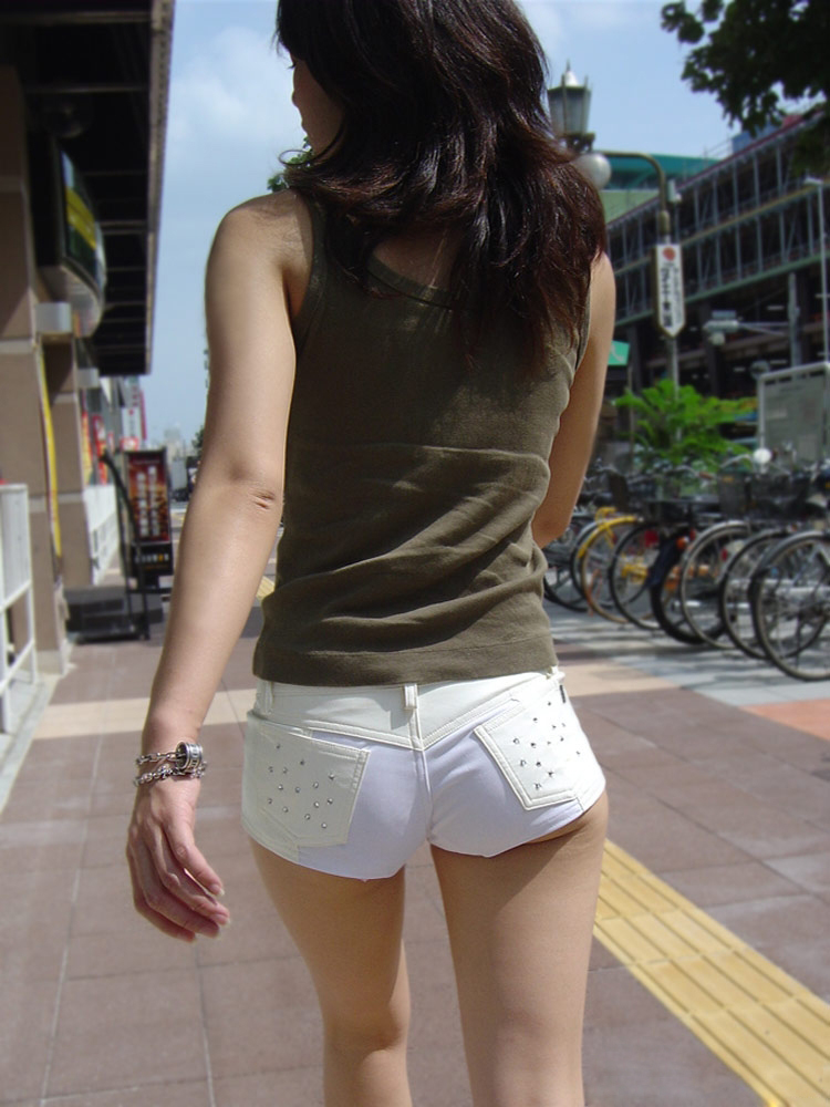 【ホットパンツエロ画像】どうしたって熱い視線で見てしまう街行く女の子達のホットパンツ! 38