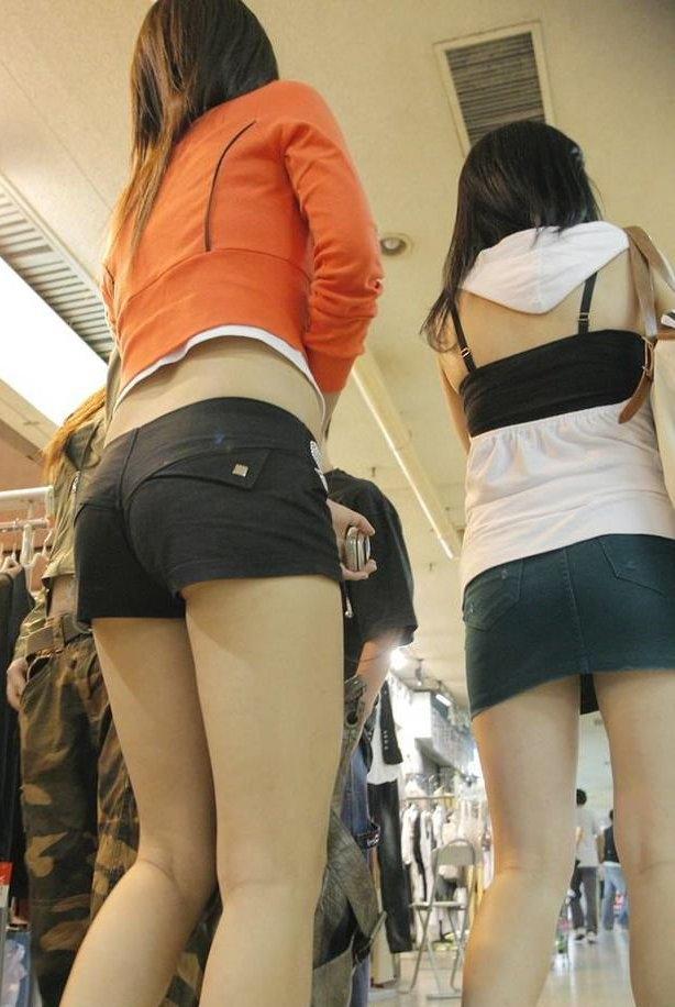 【ホットパンツエロ画像】どうしたって熱い視線で見てしまう街行く女の子達のホットパンツ! 39