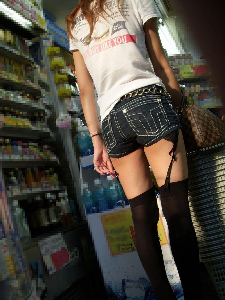 【ホットパンツエロ画像】どうしたって熱い視線で見てしまう街行く女の子達のホットパンツ! 40