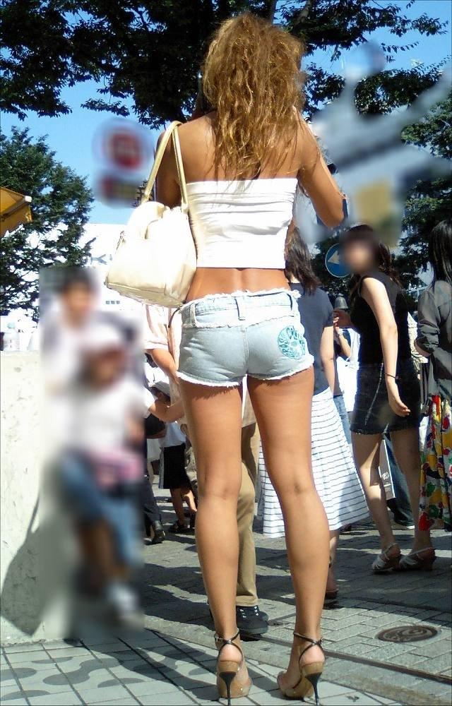 【ホットパンツエロ画像】どうしたって熱い視線で見てしまう街行く女の子達のホットパンツ! 41