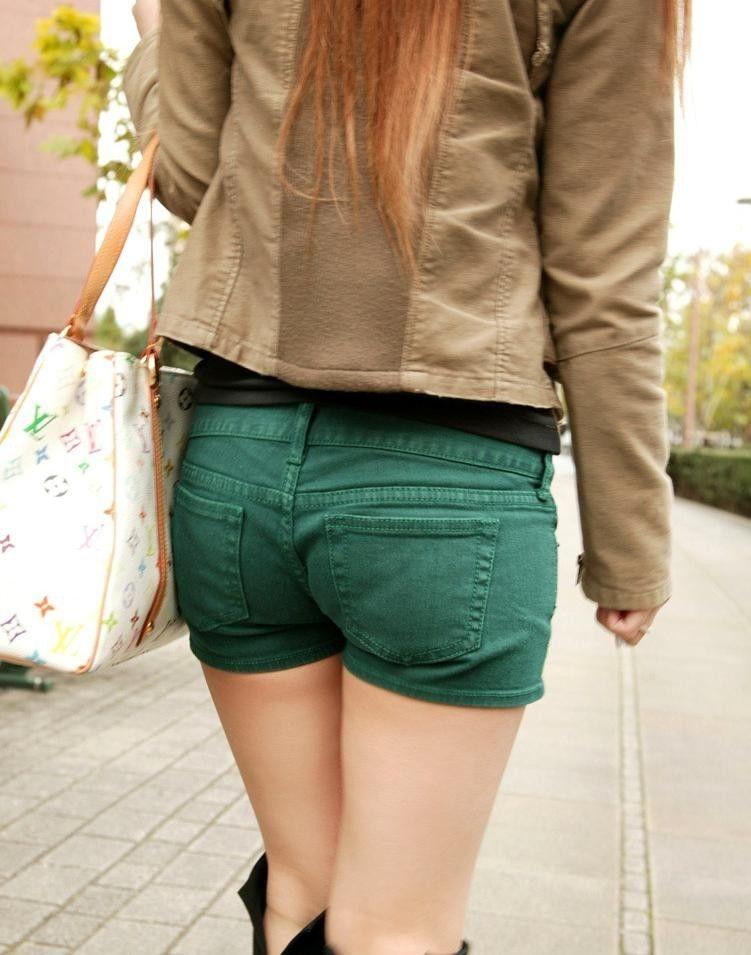 【ホットパンツエロ画像】どうしたって熱い視線で見てしまう街行く女の子達のホットパンツ! 44