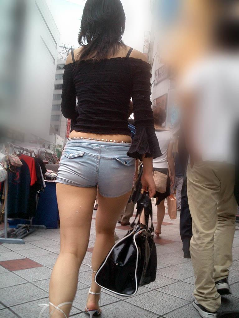 【ホットパンツエロ画像】どうしたって熱い視線で見てしまう街行く女の子達のホットパンツ! 46