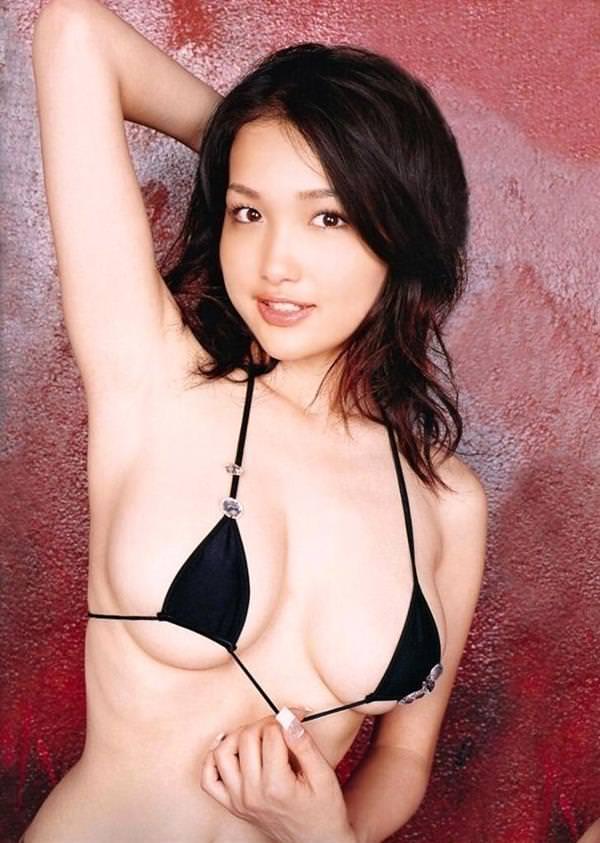 【マイクロビキニエロ画像】裸同然!みたいなマイクロビキニがエロすぎるんだが… 16