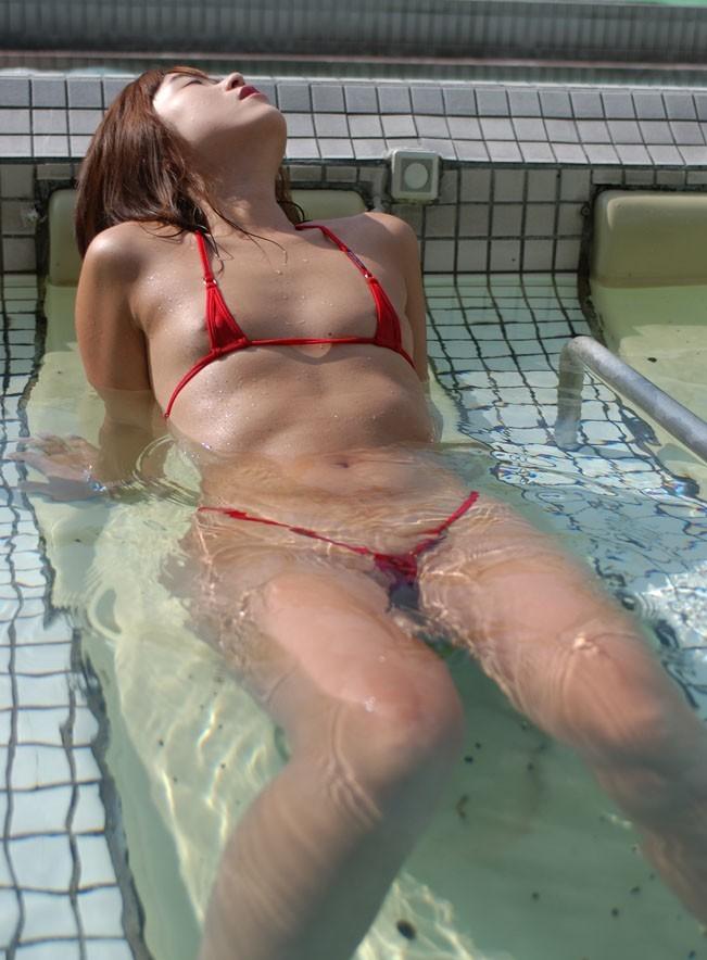 【マイクロビキニエロ画像】裸同然!みたいなマイクロビキニがエロすぎるんだが… 52