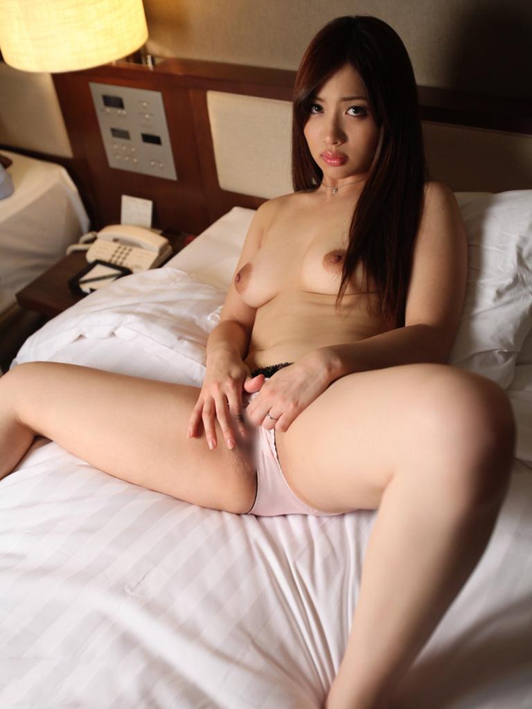 【美熟女エロ画像】これぞまさに美熟女!妖艶な魅力溢れる熟女たちの性欲! 34