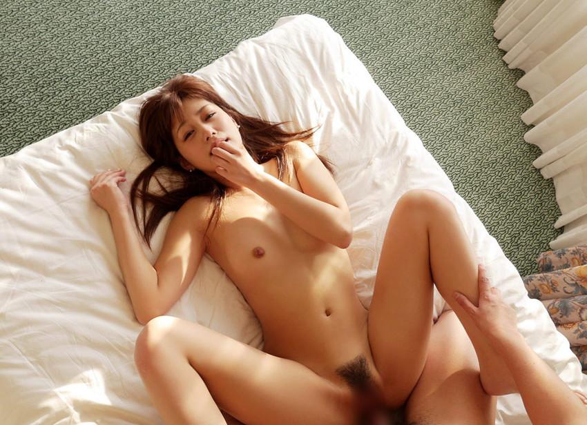 【正常位エロ画像】見つめ合える!抱き合える!セックスで一番、愛を感じる体位! 12