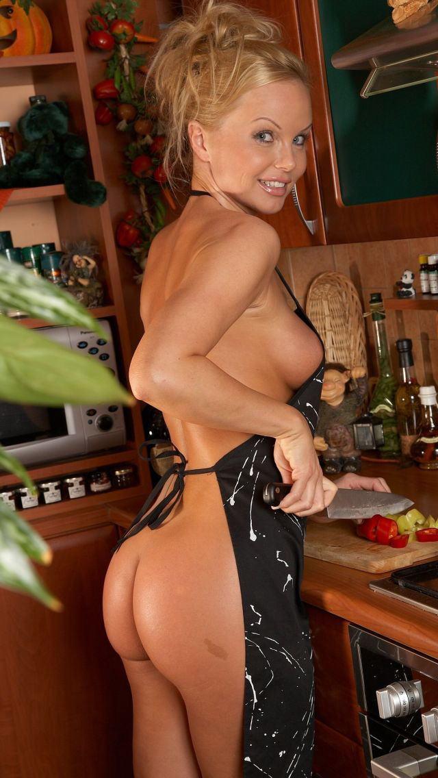 【裸エプロンエロ画像】最愛の恋人、妻がこんな破廉恥な格好で出迎えてくれたら? 21