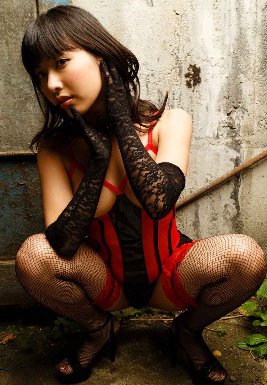 【AV女優エロ画像】初オナニーは小学校6年!中学卒業の頃にはAV女優志願だった! 12