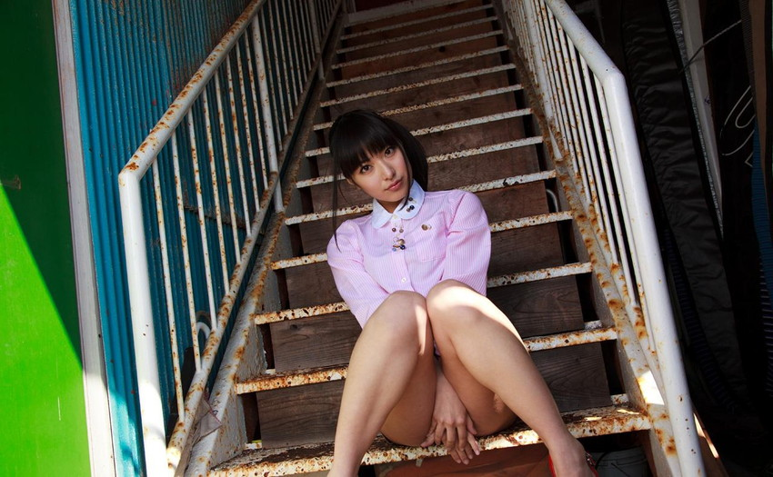 【AV女優エロ画像】初オナニーは小学校6年!中学卒業の頃にはAV女優志願だった! 42
