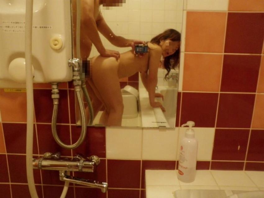 【素人投稿エロ画像】素人カップルの鏡撮りのセックス画像がプロ顔負けのエロさ! 07