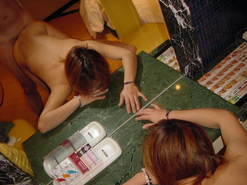 【素人投稿エロ画像】素人カップルの鏡撮りのセックス画像がプロ顔負けのエロさ! 13