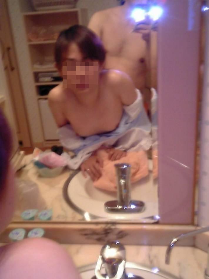 【素人投稿エロ画像】素人カップルの鏡撮りのセックス画像がプロ顔負けのエロさ! 23