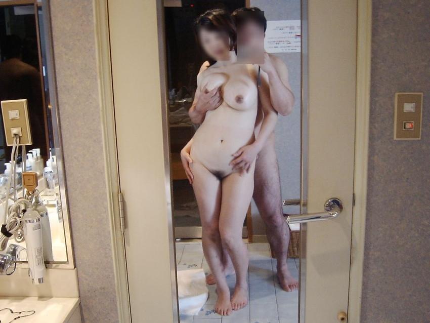 【素人投稿エロ画像】素人カップルの鏡撮りのセックス画像がプロ顔負けのエロさ! 28