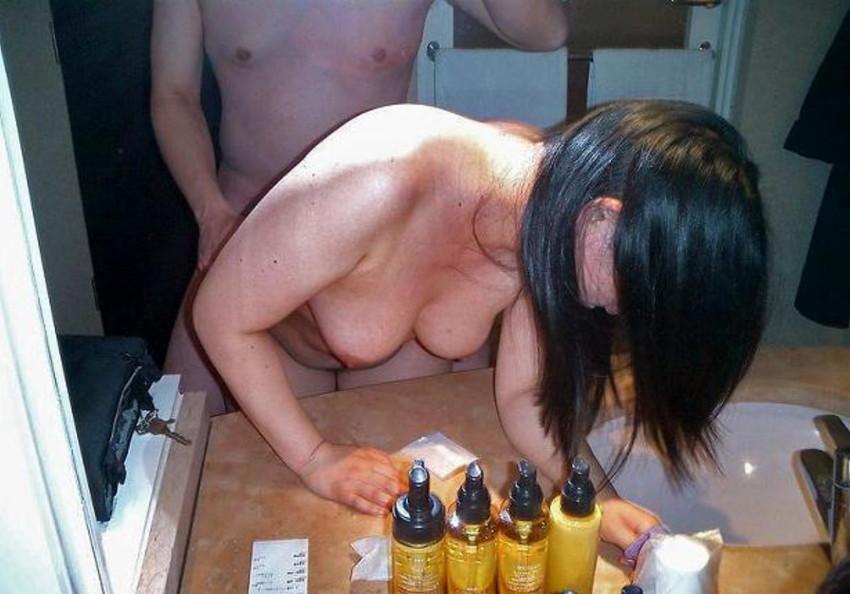 【素人投稿エロ画像】素人カップルの鏡撮りのセックス画像がプロ顔負けのエロさ! 38