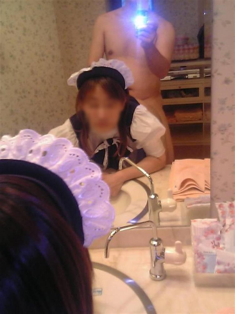 【素人投稿エロ画像】素人カップルの鏡撮りのセックス画像がプロ顔負けのエロさ! 49