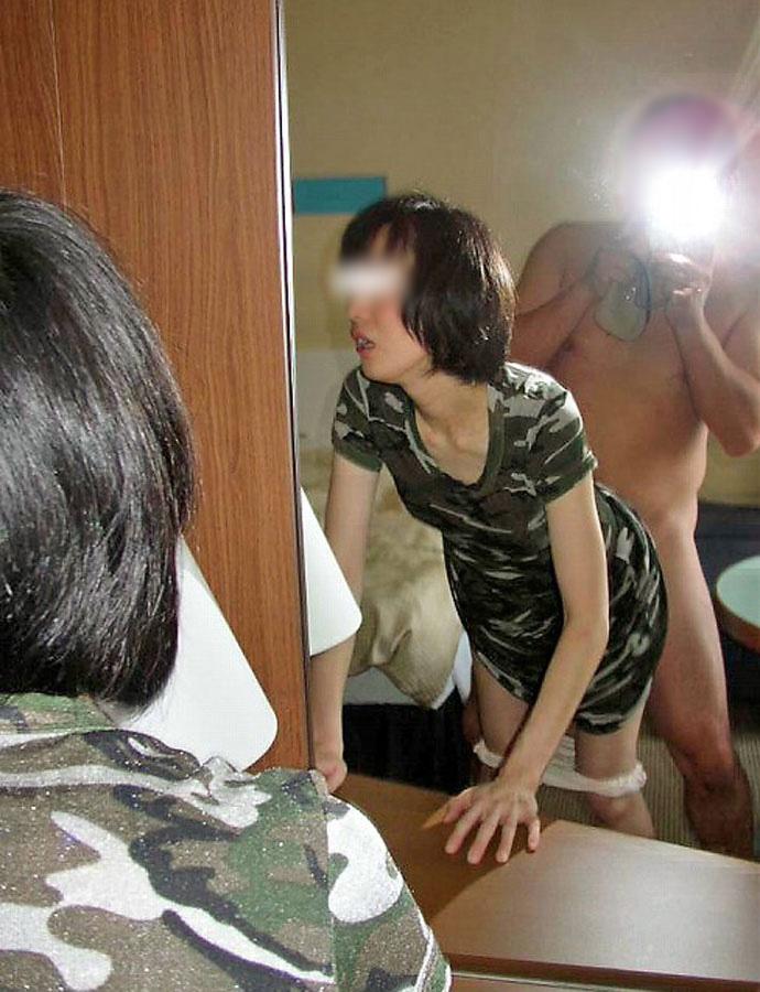 【素人投稿エロ画像】素人カップルの鏡撮りのセックス画像がプロ顔負けのエロさ! 51