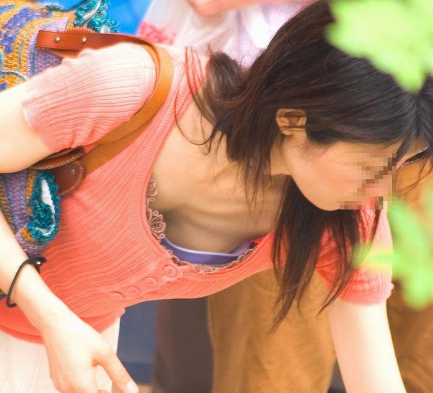 【胸チラエロ画像】素人娘の偶然見えたおっぱいがやたらと生々しいぞ! 18