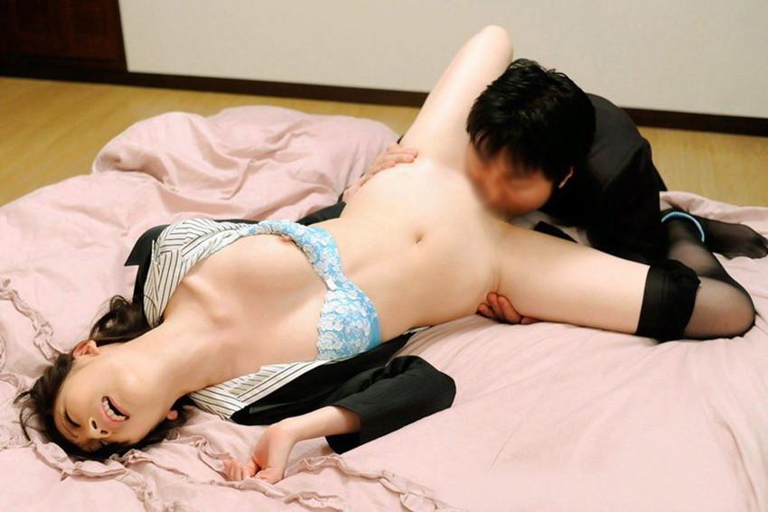 【クンニエロ画像】オマンコ舐められて喘ぎまくる女たちの羞恥の表情がめちゃエロ! 42