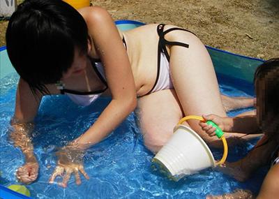 種付け不可避wwwこんなん見せられたら全力で口説いてしまう子連れママさんの水着姿がエロすぎるwww(画像15枚)