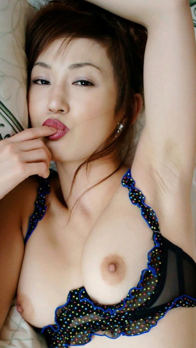 【美熟女エロ画像】熟女はニガテというやつでも、こんな美人熟女ならイケるだろ!? 47