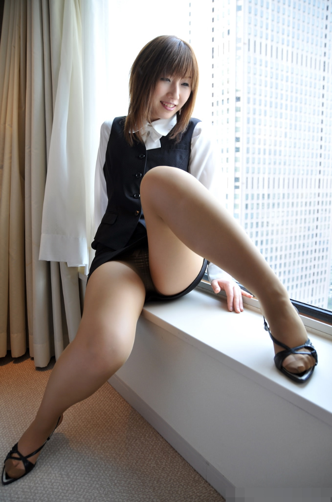 【コスプレエロ画像】色とりどりの様々なコスプレ衣装で誘惑ポーズ! 23