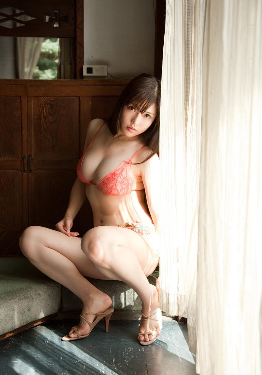 【沖田杏梨エロ画像】なんだこのけしからんおっぱい!Lカップ爆乳のAV女優! 25