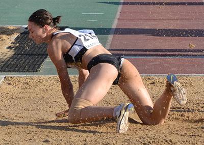 女子スポーツ選手のインナーパンツが見えたパ○チラ画像