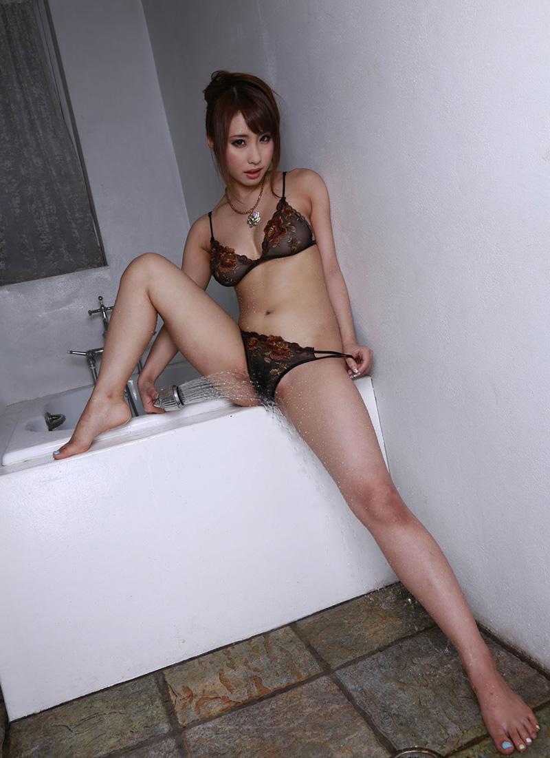 【あやみ旬果エロ画像】そのおっぱいに技有り!エロい乳輪、乳首が堪らないAV女優! 15