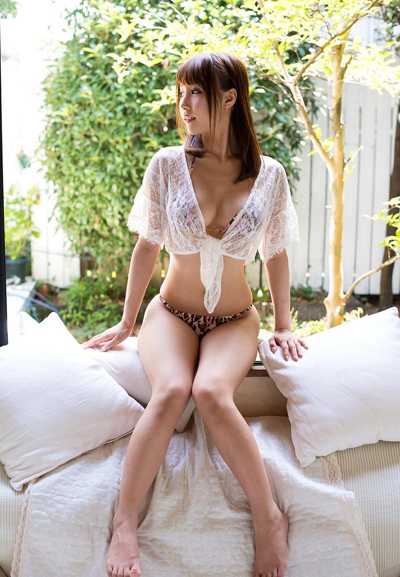 【あやみ旬果エロ画像】そのおっぱいに技有り!エロい乳輪、乳首が堪らないAV女優! 36